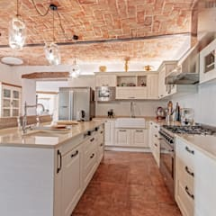 Rustic style kitchen by Vivere lo Stile Rustic