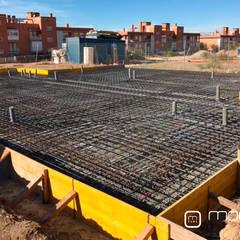 ¿Cómo se construyen las viviendas modulares?: Suelos de estilo  de MODULAR HOME