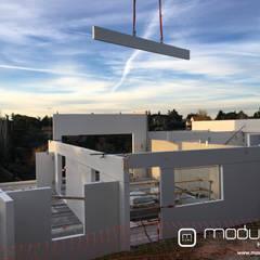 ¿Cómo se construyen las viviendas modulares?: Casas prefabricadas de estilo  de MODULAR HOME