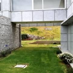 من Brassea Mancilla Arquitectos, Santiago بحر أبيض متوسط أسمنت