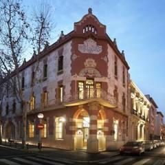 DESPACHO DE ABOGADOS: Oficinas y Tiendas de estilo  de la happy factory