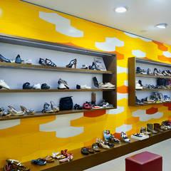 Zapateria en Terrassa: Oficinas y Tiendas de estilo  de la happy factory
