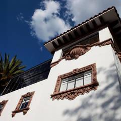 PH SN: Ventanas de estilo  por BACE arquitectos