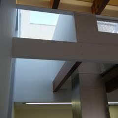 Tragaluces de estilo  por Divers Arquitectura, especialistas en Passivhaus en Sabadell