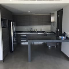 Small kitchens by Arquitecto-Villarino