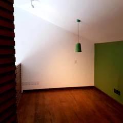 Residencia Oasis: Estudios y oficinas de estilo  por H2X Arquitectura e Ingenieria