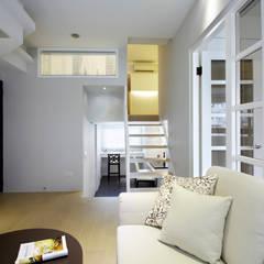 Escaleras de estilo  por 耀昀創意設計有限公司/Alfonso Ideas