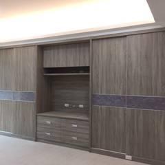 ห้องนอนขนาดเล็ก by 蕊茵室內設計裝潢工程