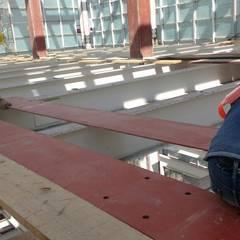 Hospital en Pachuca: Pasillos y recibidores de estilo  por AXKAN ESTRUCTURASyCONSTRUCCION