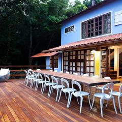 Casas adosadas de estilo  de MMMUNDIM Arquitetura e Interiores