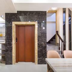 橋頭 許先生:  樓梯 by 德廚臻品 室內設計公司
