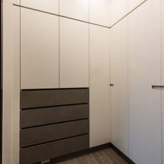 Dressing room by 德廚臻品 室內設計公司, Classic