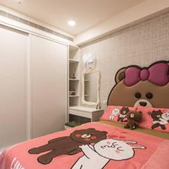 Girls Bedroom by 德廚臻品 室內設計公司