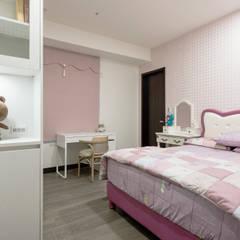 غرفة نوم بنات تنفيذ 德廚臻品 室內設計公司, كلاسيكي