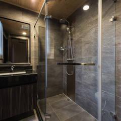 皇廷 張公館:  浴室 by 德廚臻品 室內設計公司