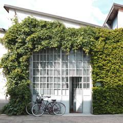 Oficinas de estilo  por Studio Areaventidue, Industrial Hierro/Acero