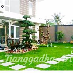 فناء أمامي تنفيذ Tukang Taman Surabaya - Tianggadha-art