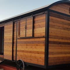 Wagon Hut, Híbrido de vagón de ferrocarril  y  shepherd´s hut.: Locales gastronómicos de estilo  de Wagonstill