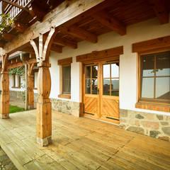 Moskitiery ANWIS: styl , w kategorii Dom z drewna zaprojektowany przez ANWIS Sp. z o.o.