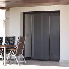 Moskitiery ANWIS: styl , w kategorii Dom jednorodzinny zaprojektowany przez ANWIS Sp. z o.o.