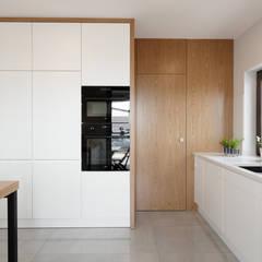 Doświetlony dom pod Piłą ,Polaka: styl , w kategorii Aneks kuchenny zaprojektowany przez EWEM Aranżacja wnętrz Edyta Wełnicka