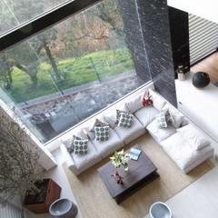 Residencia automatizada en Los encinos, Lerma: Salas de estilo  por Tucasainteligente.net, Moderno