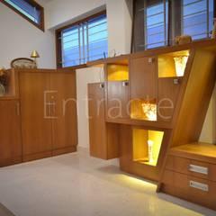 A Duplex Villa Project- Ferns Rainbow Drive:  Corridor & hallway by Entracte,