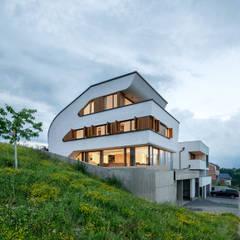 Casas unifamilares de estilo  de Henecka Architekten