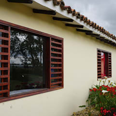Windows by homify, Country Solid Wood Multicolored