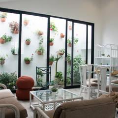 Cabaña Cáqueza: Jardines de estilo  por CHAVARRO ARQUITECTURA, Minimalista