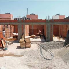 Plaza Capricornio: Centros Comerciales de estilo  por Huerta Studio