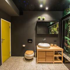 Ванна под открытым небом: Ванные комнаты в . Автор – Irina Yakushina