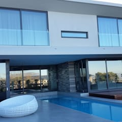 CAPE TOWN EUROPEAN STANDARD DOUBLE GLAZED ALUMINIUM PROJECT:  Sliding doors by ALU-EURO ALUMINIUM PRODUCTS, Modern Aluminium/Zinc