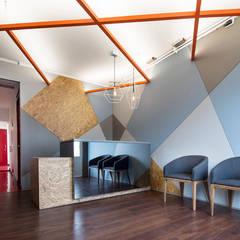 ARB: Pasillos y vestíbulos de estilo  por entrearquitectosestudio,
