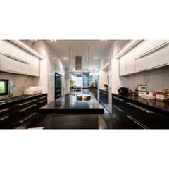 NS house / พระราม2:  ครัวบิลท์อิน โดย Thaan Studio , โมเดิร์น