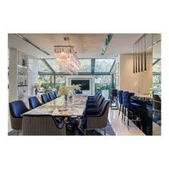 NS house / พระราม2:  ห้องทานข้าว by Thaan Studio