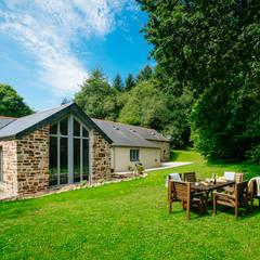 Jardines frontales de estilo  por Perfect Stays, Rural