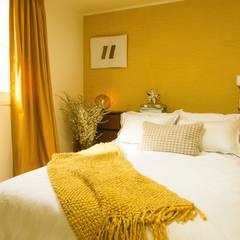 붙박이장을 활용한 한남동신혼집 거실 인테리어&스타일링: 아트리어의  침실