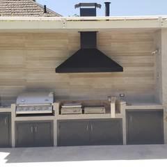 Remodelación Casa Las Encinas, Comuna de Vitacura, Santiago: Terrazas  de estilo  por Constructora CYB Spa