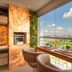 Balcony by Designer de Interiores e Paisagista Iara Kílaris
