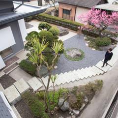 House YO: 1-1 Architects 一級建築士事務所が手掛けたアプローチです。,モダン