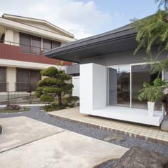 House YO: 1-1 Architects 一級建築士事務所が手掛けたベランダです。