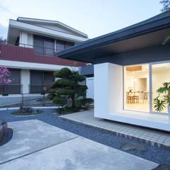 de 1-1 Architects 一級建築士事務所 Moderno