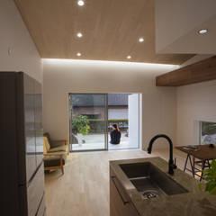 House YO: 1-1 Architects 一級建築士事務所が手掛けたシステムキッチンです。