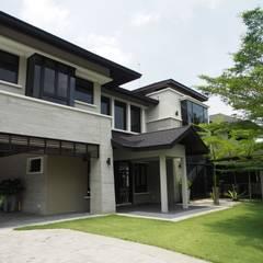 Luxury Bungalows @ Lorong Gurney Kuala Lumpur:  Garden by Mode Architects Sdn Bhd, Tropical