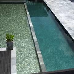 Luxury Bungalows @ Lorong Gurney Kuala Lumpur:  Pool by Mode Architects Sdn Bhd