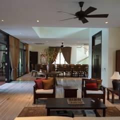 Luxury Bungalow In Sungai Penchala Kuala Lumpur:  Living room by Mode Architects Sdn Bhd
