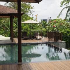 Luxury Bungalow In Sungai Penchala Kuala Lumpur:  Pool by Mode Architects Sdn Bhd