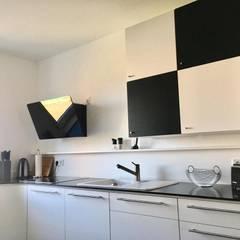 Viel Küche auf engstem Raum:  Einbauküche von RGenau Industries GmbH & Co. KG
