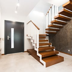 Dom Rodzinny: styl , w kategorii Schody zaprojektowany przez in2home